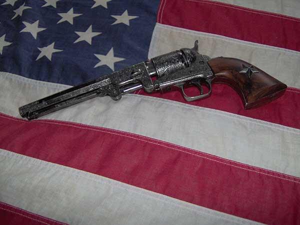 револьвер Colt Navy