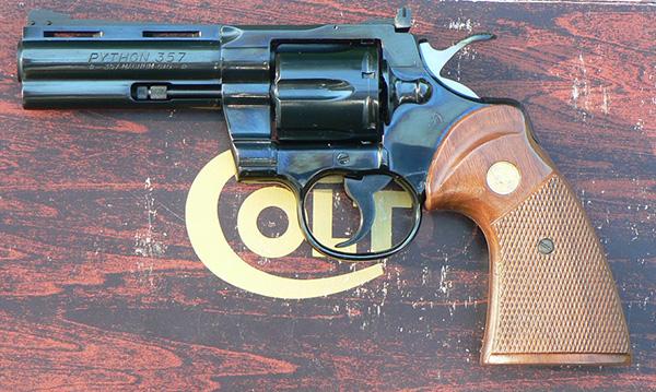 револьвер Colt Рython