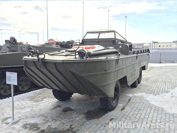 Большой водоплавающий автомобиль