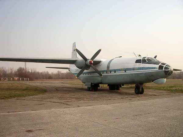 Самолет Ан-8