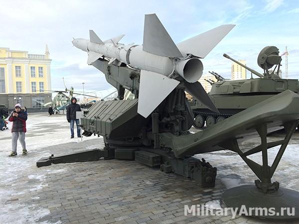 Зенитная ракета на пусковом устройстве ПУ-СМ-62