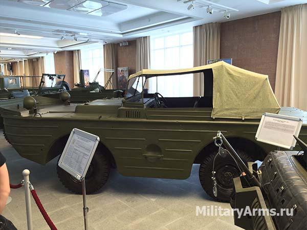 Малый водоплавающий автомобиль ГАЗ-011