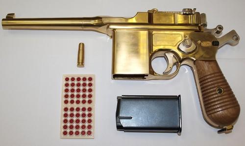 Изначально пистолет носил