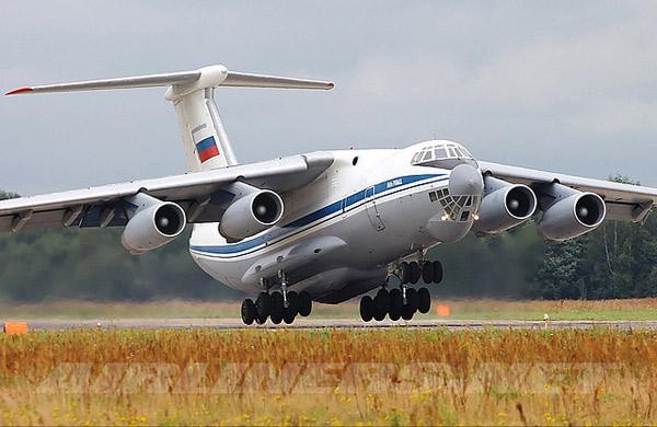 Ил-76 взлетает
