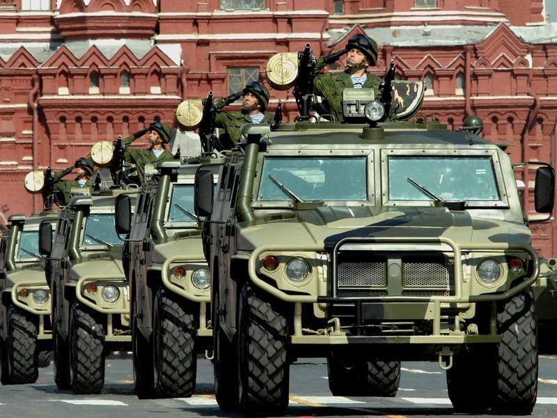 Боевые машины на Параде Победы