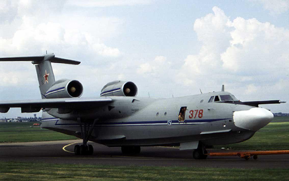 Самолет А-40