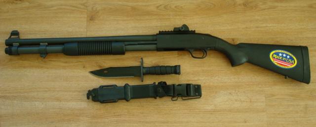 Mossberg 590 с ножом