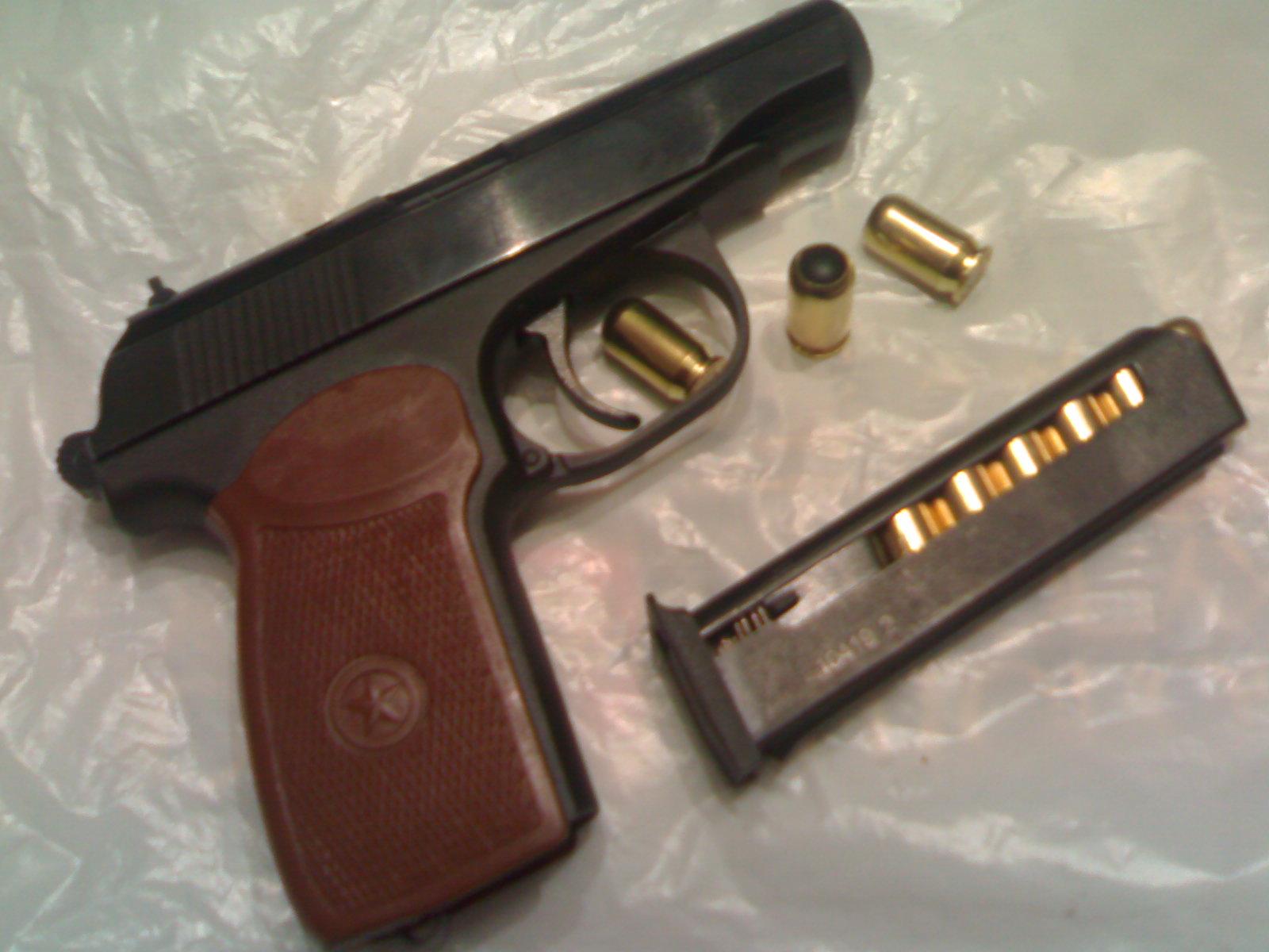 Пистолет ПМР с патронами