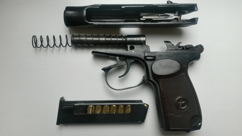 Разобранный пистолет ПМР