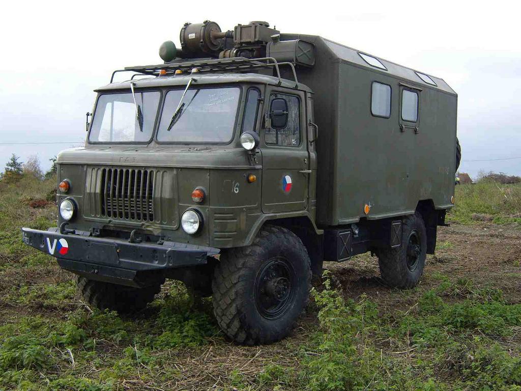 Газ-66 в поле