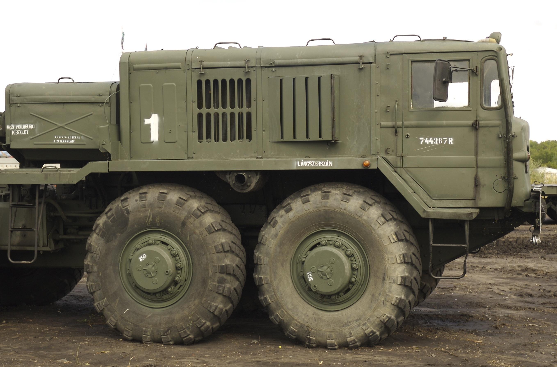 Кабина и моторный отсек МАЗ-537
