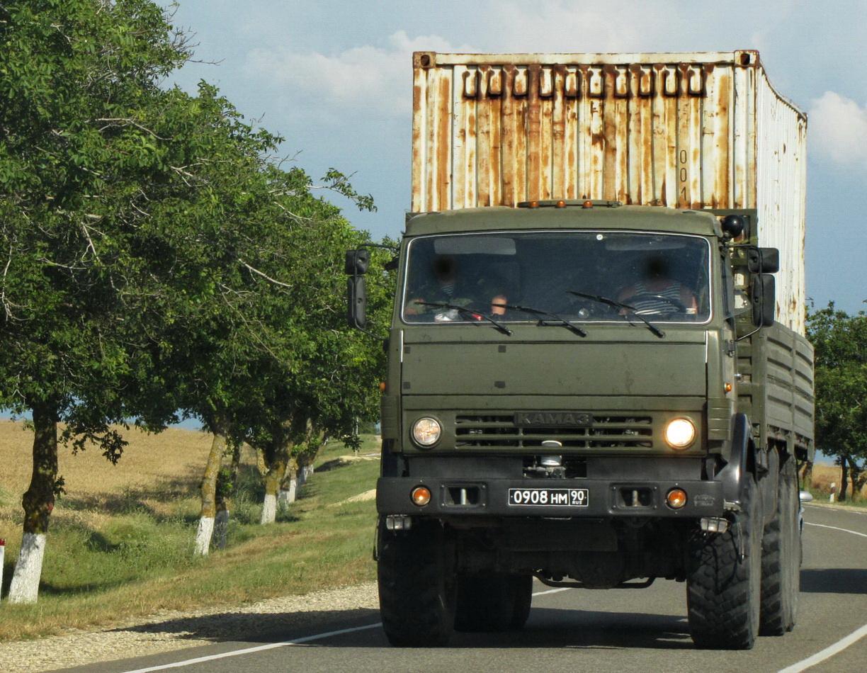 КамАЗ-53501 перевозит контейнер