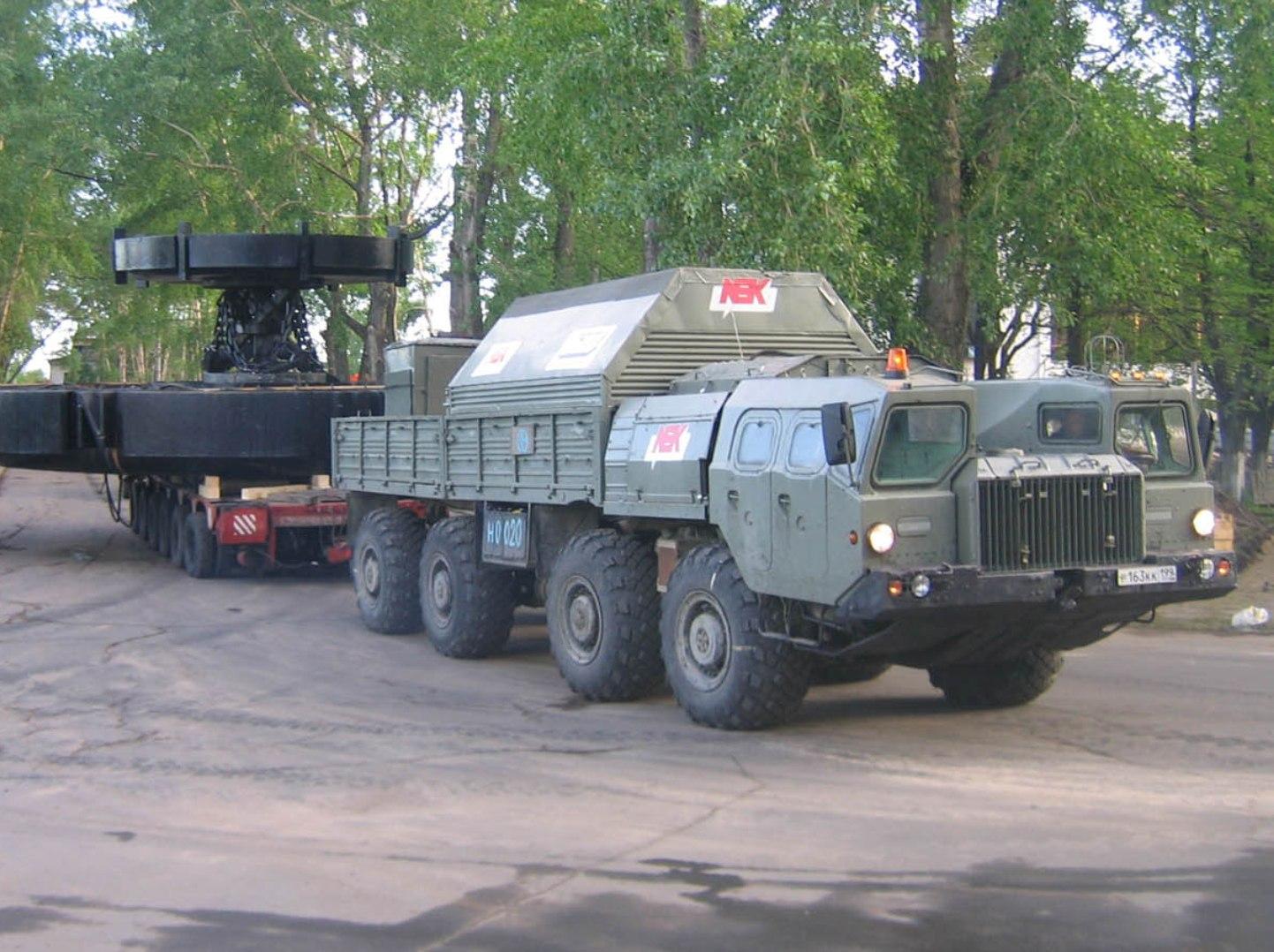 МАЗ-543 с прицепом