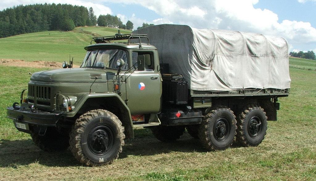 ЗиЛ-131 с закрытым тентом
