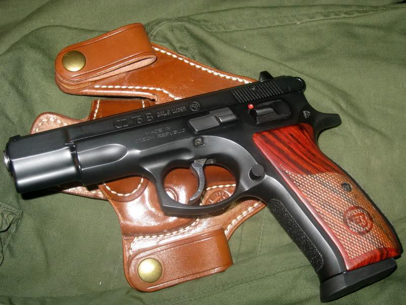 CZ 75 с кобурой