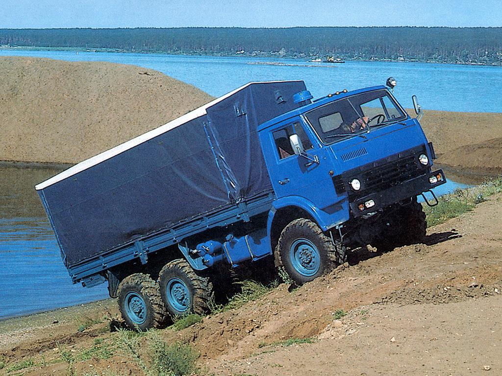 КамАЗ-4310 едет в гору