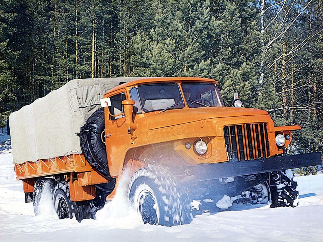 Урал-375 на снегу