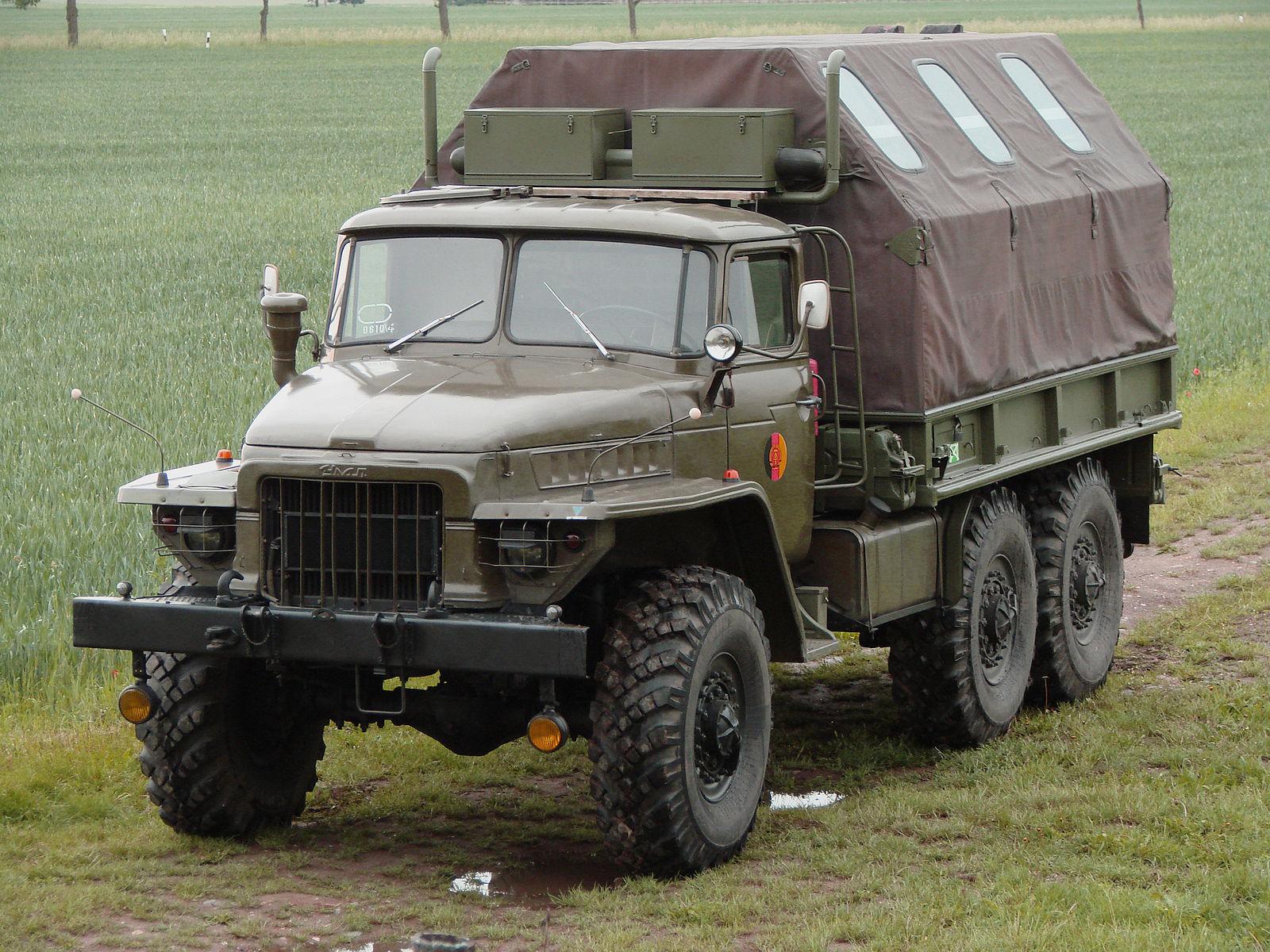 Урал-375 с жилым модулем