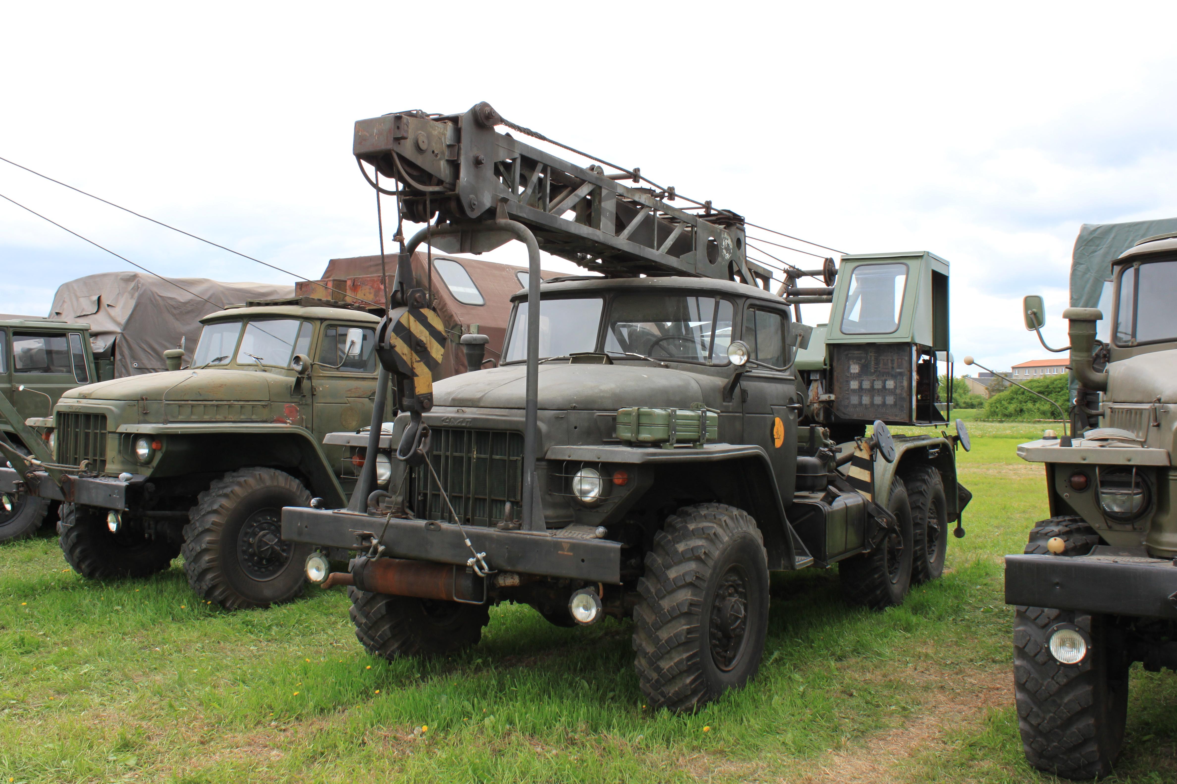 Урал-375 с крановой установкой
