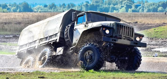 Урал-4320 преодолевает водные преграды