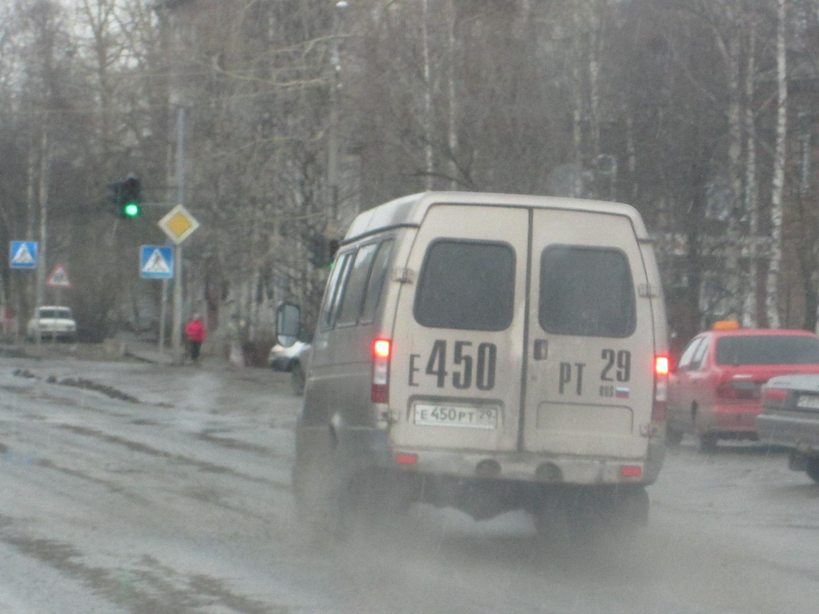 ГАЗ-3221 на городских дорогах