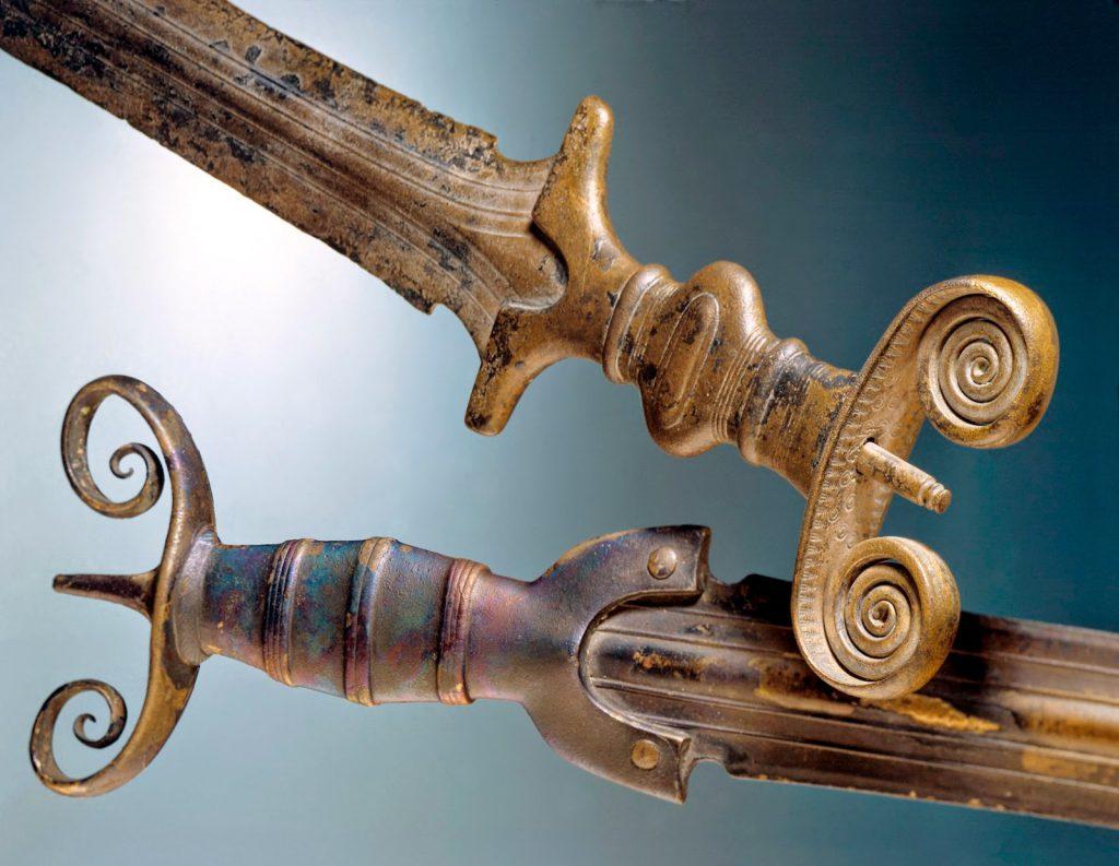 Бронзовые мечи
