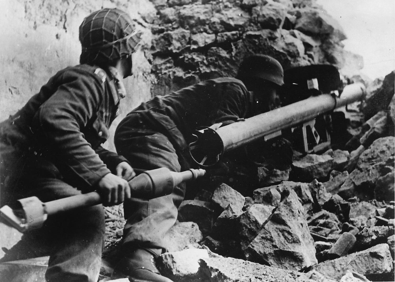 Немецкий гранатомет в боевых условиях