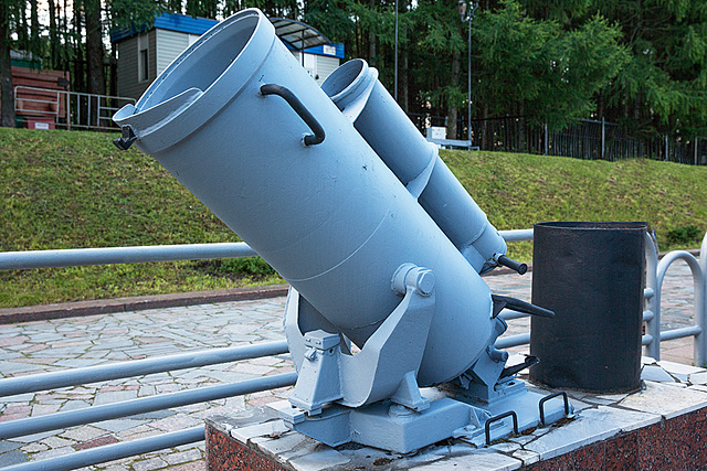 Глубинная бомба на постаменте
