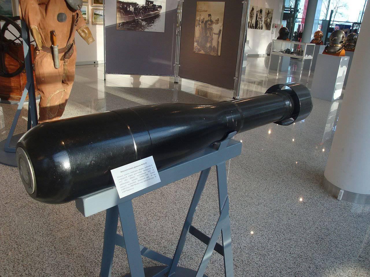 Муляж глубинной бомбы в музее
