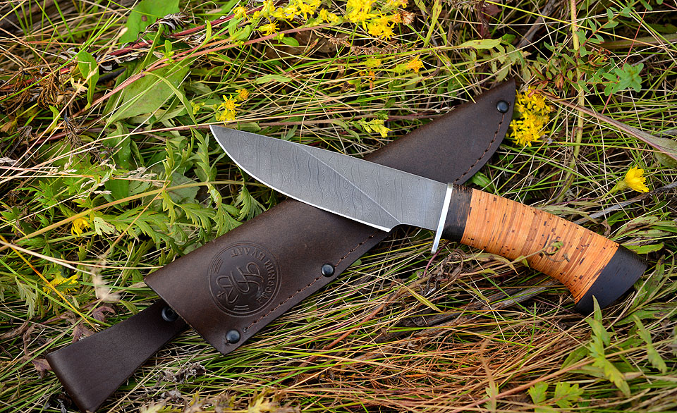Охотничий нож с ножнами