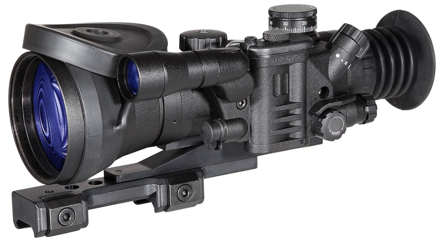 Прицел ночного видения позволяет точно стрелять в темное время суток