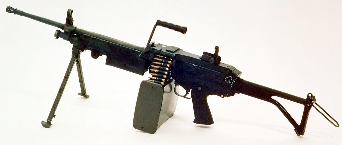 Пулемет FN Minimi со снаряженной лентой