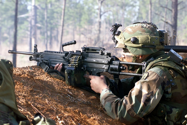 Солдат с FN Minimi