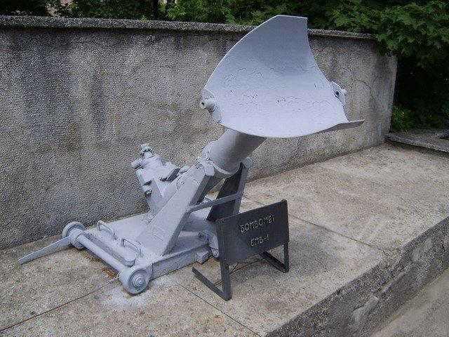 Устройство для запуска глубинных бомб
