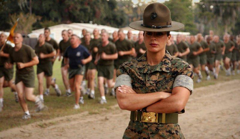 Женщина-солдат