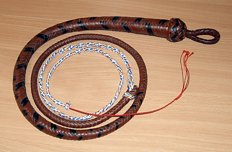 Арапник со змеиной техникой плетения