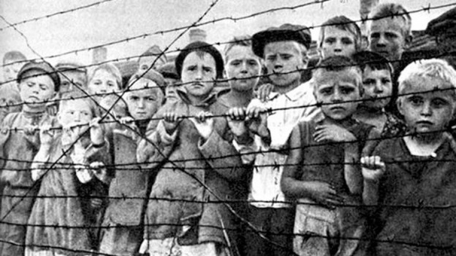 Дети в трудовом лагере