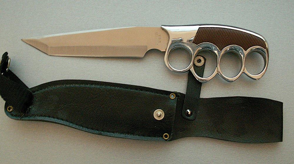 Фабричный нож-кастет с ножнами