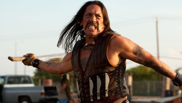 Кадр из фильма: человек с мачете