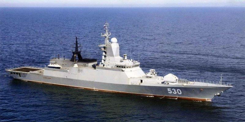 Корабль проекта 20380 на рейде в море