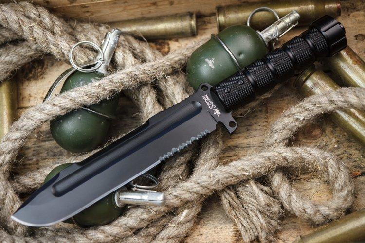 Нож и гранаты