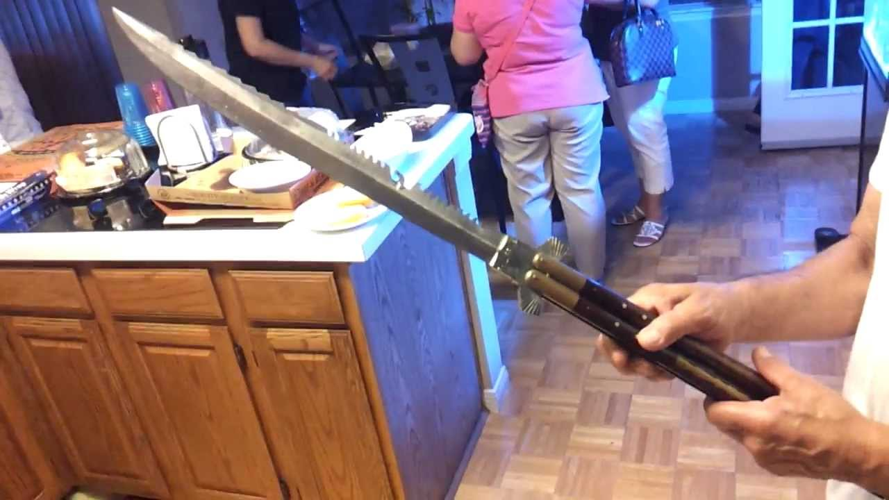 Огромный нож-балисонг