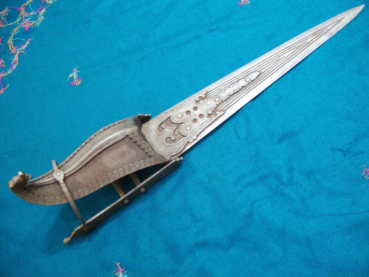Пата - катар с защитной гардой