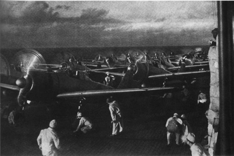 Подготовка японской авиации к вылету