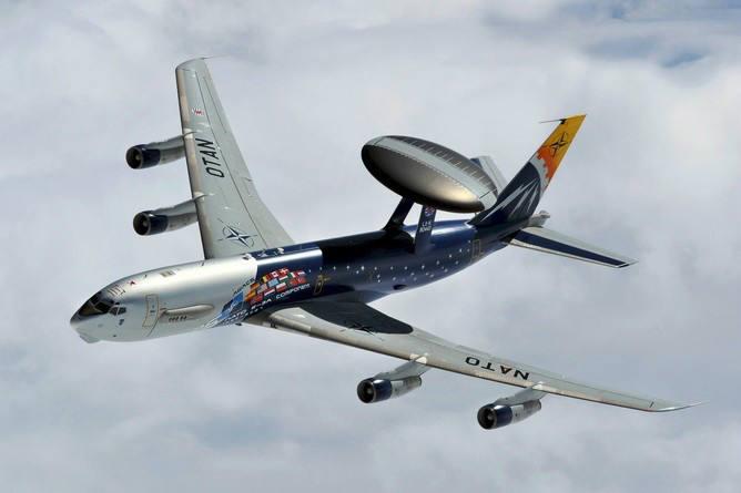 """Самолет, снаряженный системой """"АВАКС"""""""