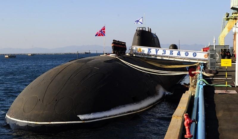 """Спуск на воду подводной лодки """"Кузбасс"""""""