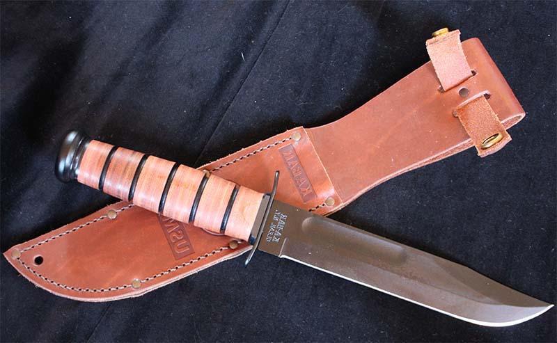 Туристический нож с кожаными ножнами