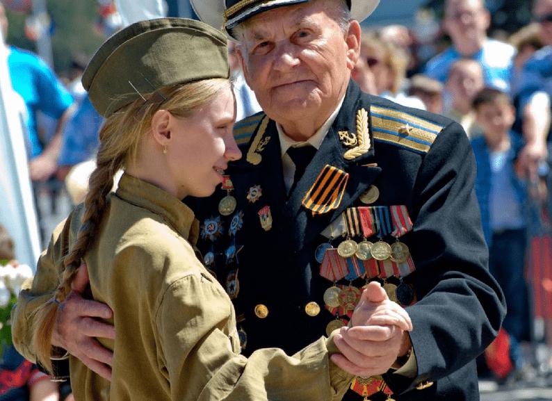 Ветеран на празднике в честь Дня Победы