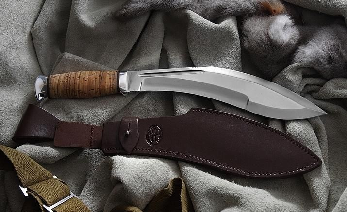 Заточенный туристический нож