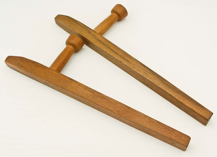 Деревянное оружие ручной работы